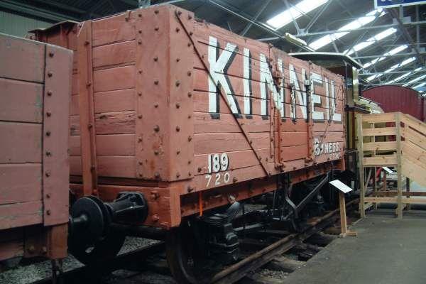 パイプオルガンを積んだ無蓋貨車のモデル車