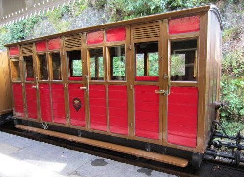 実機のタリスリン鉄道の客車