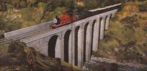 ジェームスが高架橋を渡るシーン