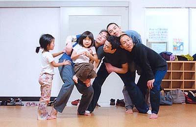 「子どもや親子対象―ほぐす・つながる・つくる ダンスワークショップ」