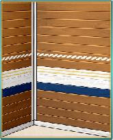 夏の職人木製壁.png