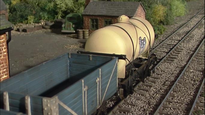 TV版第8シーズンのクリームタンク車