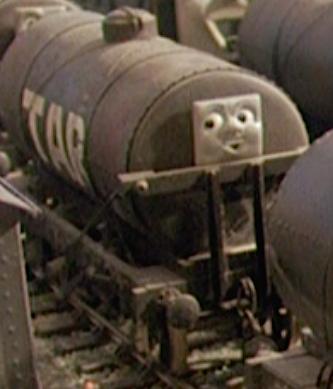TV版第4シーズンの顔つきタールタンク車