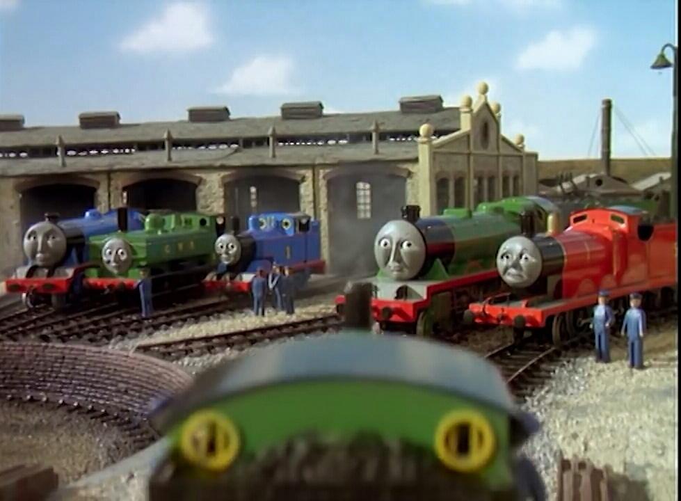 ティッドマス機関庫でゴードンとトーマスとヘンリーとジェームスと共にパーシーからクランキーが言った事を聞いているダック