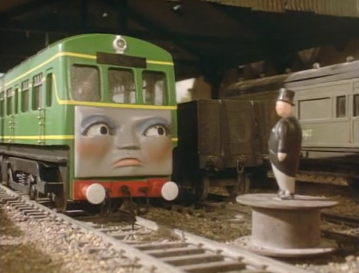 客車庫でトップハム・ハット卿から説教を受けているデイジー