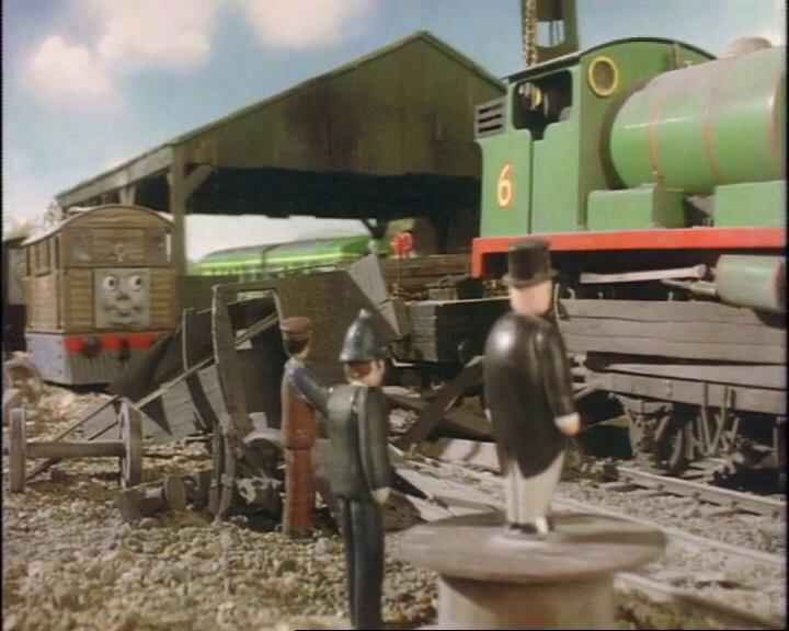 木っ端微塵に砕けてしまった不格好なイギリス国鉄の20トンブレーキ車