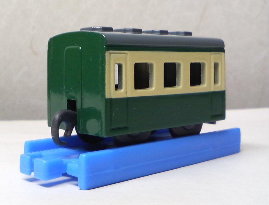 カプセルプラレールの急行客車(緑)