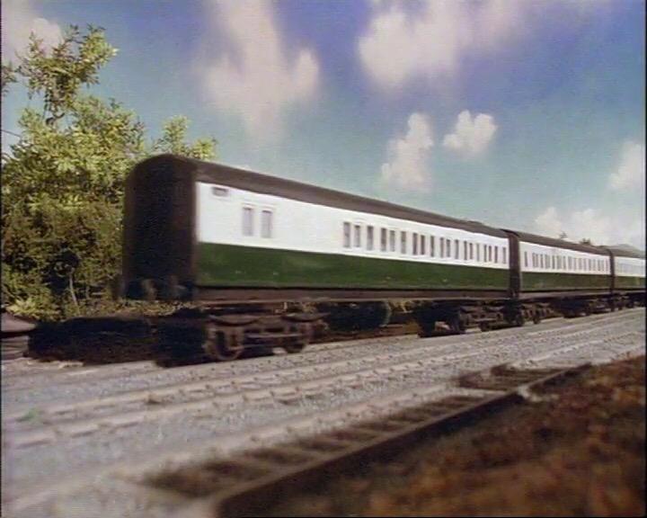 TV版第2シーズンの急行客車(緑)
