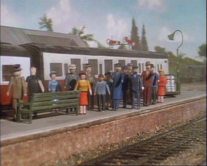 エルスブリッジ駅に停車中の急行客車(赤)