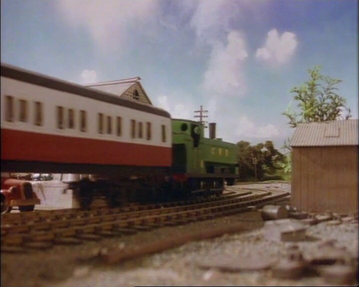TV版第2シーズンの急行客車(赤)2