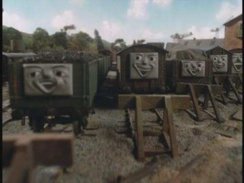ベースになった顔(右端の貨車を除く)