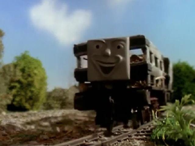 木材を積んだスレート貨車2