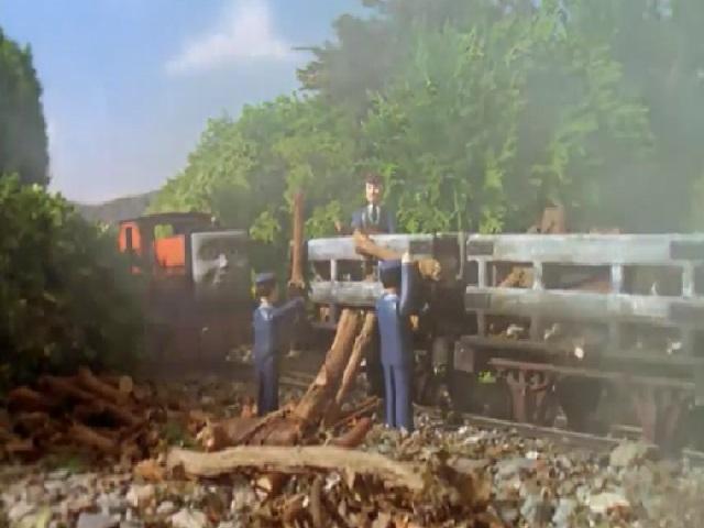 ラスティーと木材を積んだスレート貨車