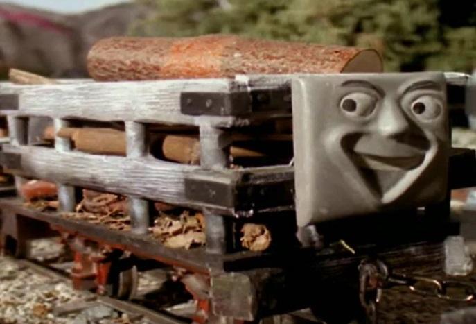 木材を積んだスレート貨車