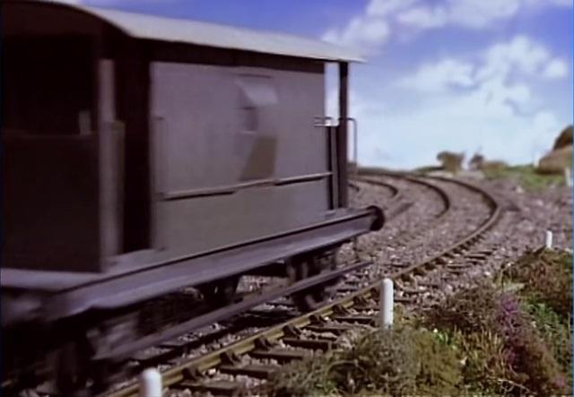 TV版第1シーズンの灰色のイギリス国鉄の20トンブレーキ車13