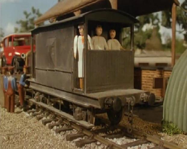 第4シーズンでクリケット選手が乗った灰色のイギリス国鉄の20トンブレーキ車