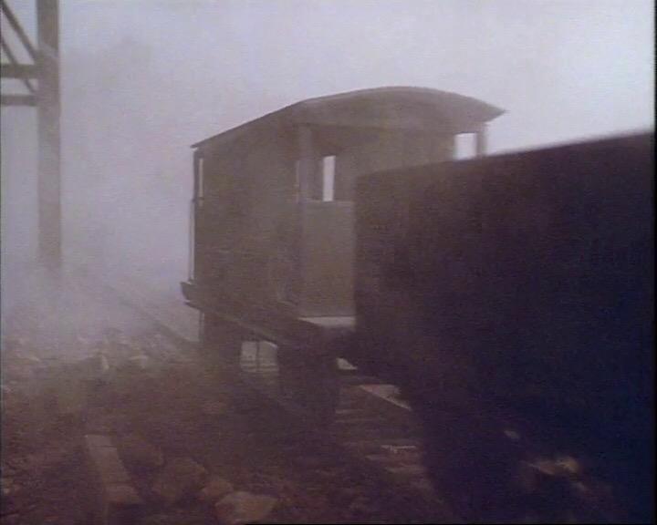 TV版第2シーズンの灰色のイギリス国鉄の20トンブレーキ車24