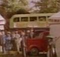 TV版第2シーズンの薄黄緑色の2階建てバス