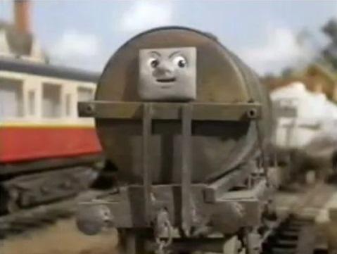 TV版第4シーズンの濃鈍灰色の顔付きタンク車