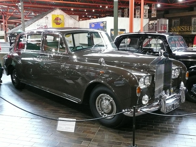 1280px-1970_Rolls-Royce_Phantom_VI.JPG