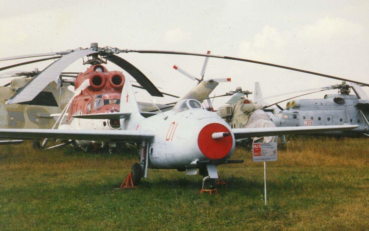 1280px-MiG-9.jpg