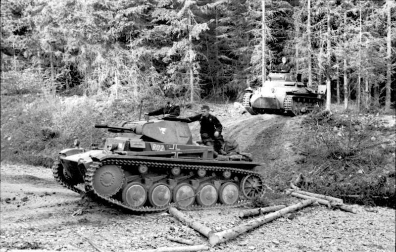 Panzer_II_und_Panzer_I.jpg
